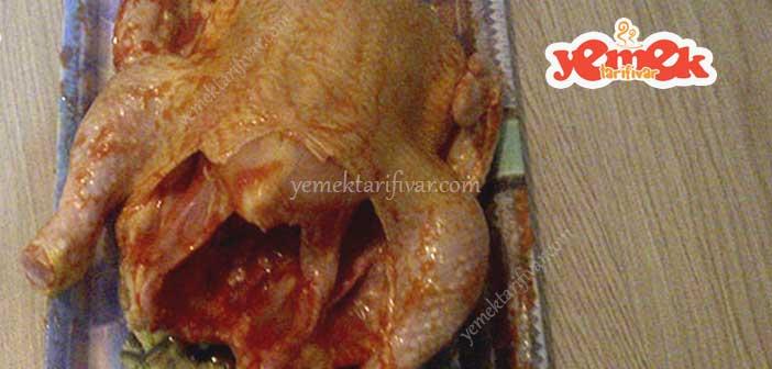 tavuk-dolmasi-yapilisi İç Pilavlı Tavuk Dolması Tarifi