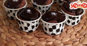 damla çikolatalı çikolata soslu cupcake tarifi
