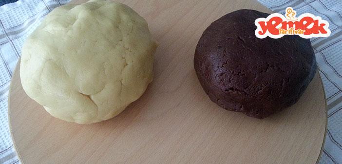 iki renkli kurabiye hamuru