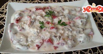 yoğurtlu közlenmiş kırmızı biber ve patlıcan salatası